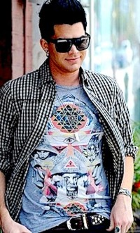 [cml_media_alt id='2514']Adam Lambert Does Lunch in Westwood[/cml_media_alt]