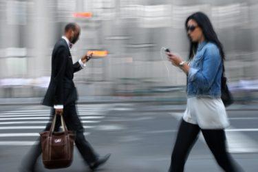 smart-phone-zombies